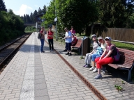 Warten auf den Zug nach Klingenthal